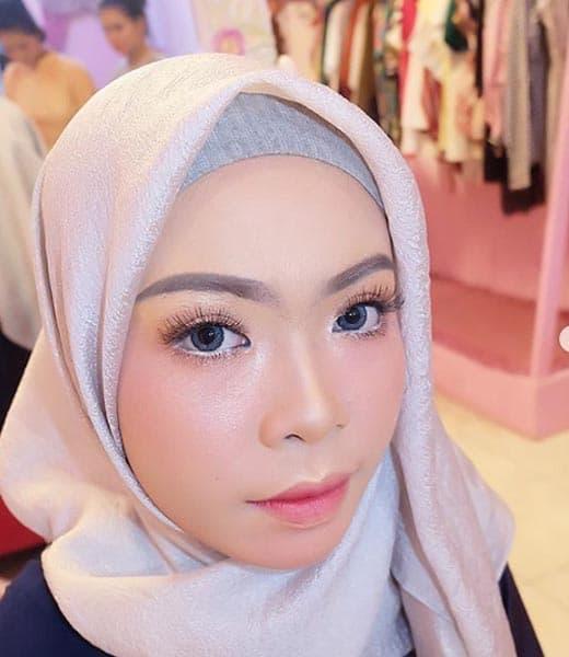 Make Up Wisuda Berjilbab