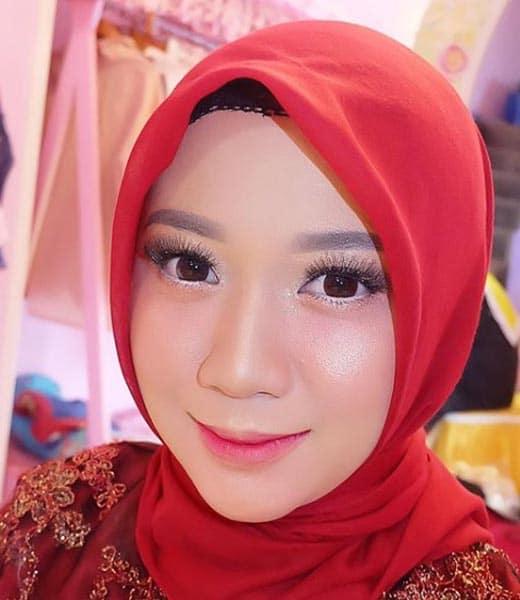 Make Up Wisuda dengan Hijab