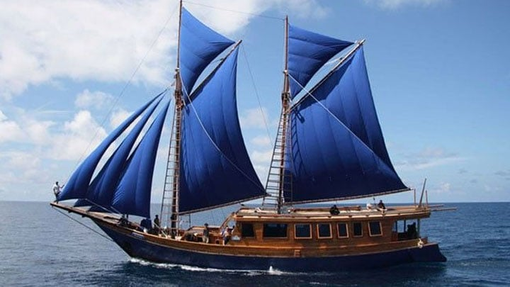 Alat Transportasi Tradisional Kapal Pinisi